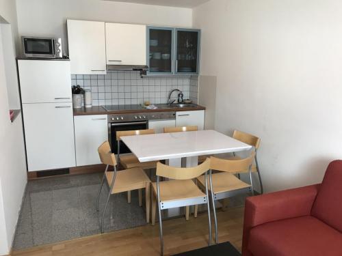 Apartment C umfasst: 2 getrennte Schlafzimmer, 1 Küche, 1 Wohnzimmer, eigener Garten, für 4-6 Personen.